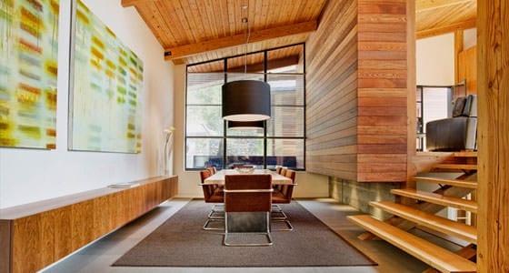Modernes Holzhaus im Grünen