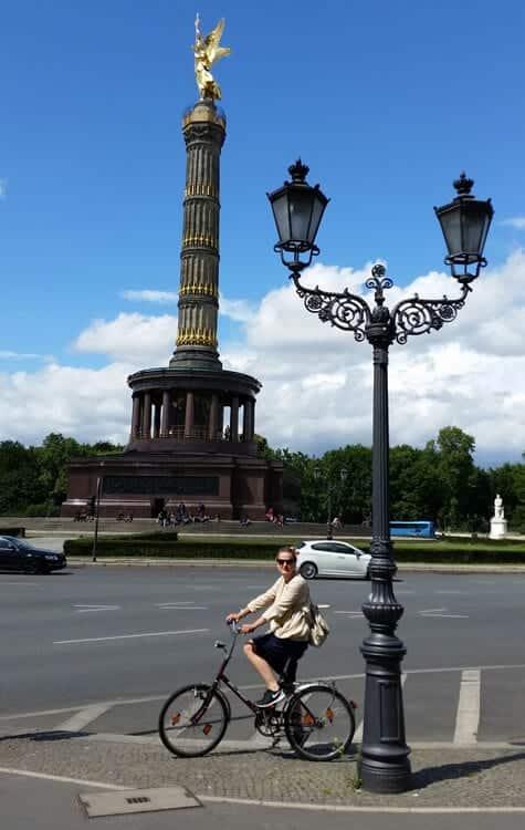 Bei der Siegessäule auf meinem totschicken, aber funktionalen Fahrrad! ;)