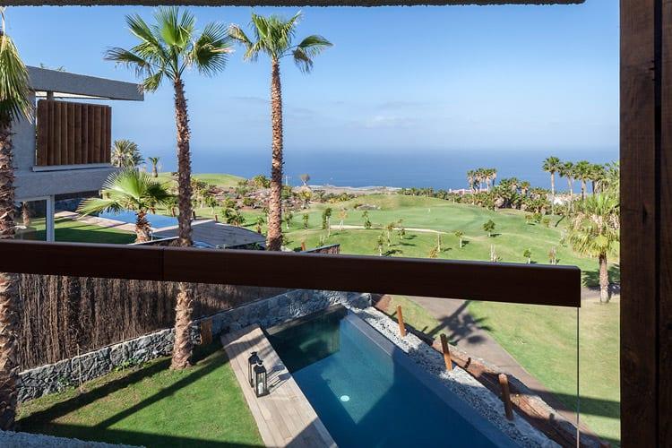Blick auf Pool und Golfplatz, Foto: Abama Resort
