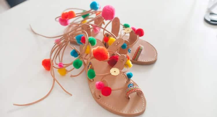 Etsy und Modeschopf zeigen die DIY-Pompon-Sandale