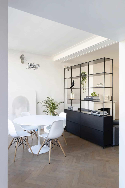 Esszimmer mit Stühlen im Stile Eames, Foto: Jean-Philippe Delberghe / Unsplash