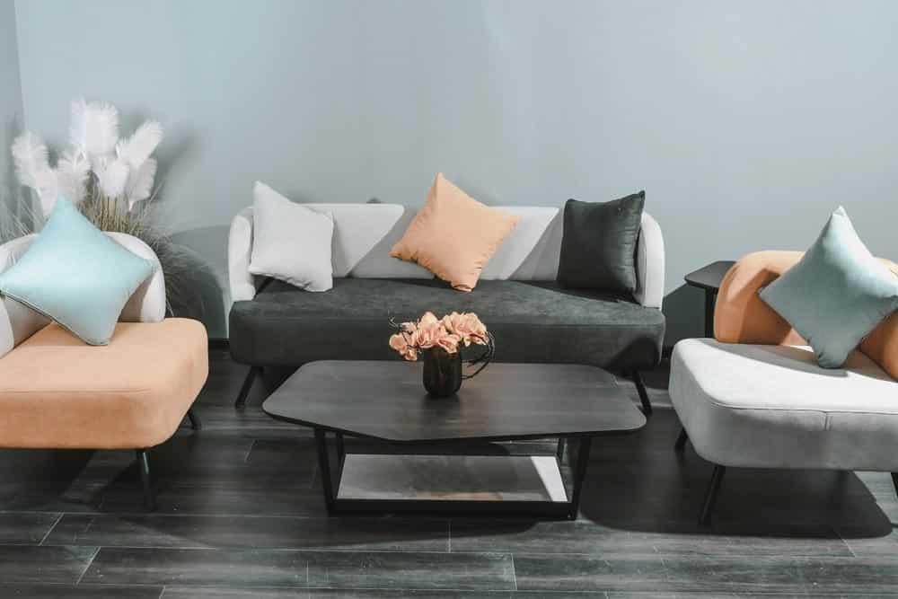 Moderne Wohnmöbel bei Mokana, Foto: Pesce Huang / Unsplash