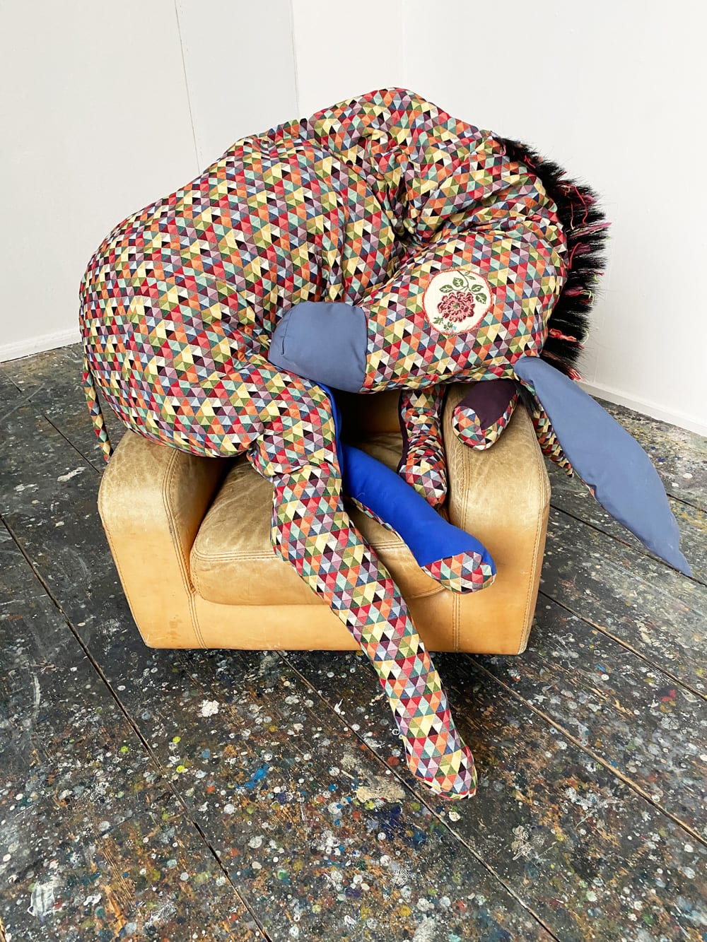 Diamond Donkey, 2020, Textile, Cotton, Wool, Horsehair, Zipper, ca. 250 x 150 x 50 cm, courtesy of Hilgemann Art & the artist / Foto: obs / haebmau.ATELIER / Stephen Wilks