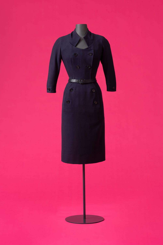 """Nachmittagskostüm Escapade, Christian Dior für Christian Dior, 1951 GLA 2020: """"Fashion?! Was Mode zu Mode macht"""" © Landesmuseum Württemberg, Hendrik Zwietasch"""