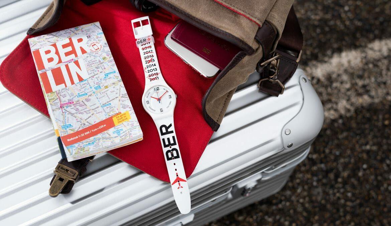 Swatch feiert BER Eröffnung: Uhr zeigt 9 Jahre Verspätung an