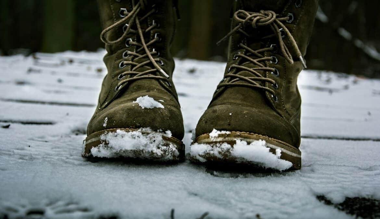 Winterschuhe sollten warm und bequem sein, Foto: Arūnas Naujokas / Unsplash