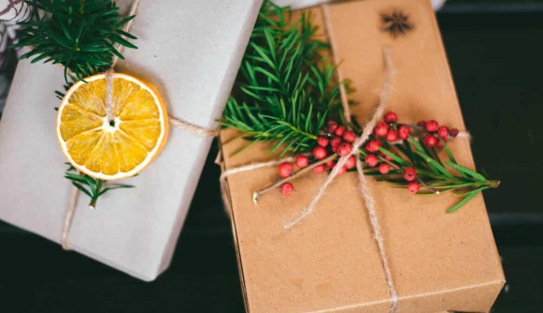 Geschenke hübsch zu Weihnachten verpackt, Foto: Isabell Winter / Unsplash