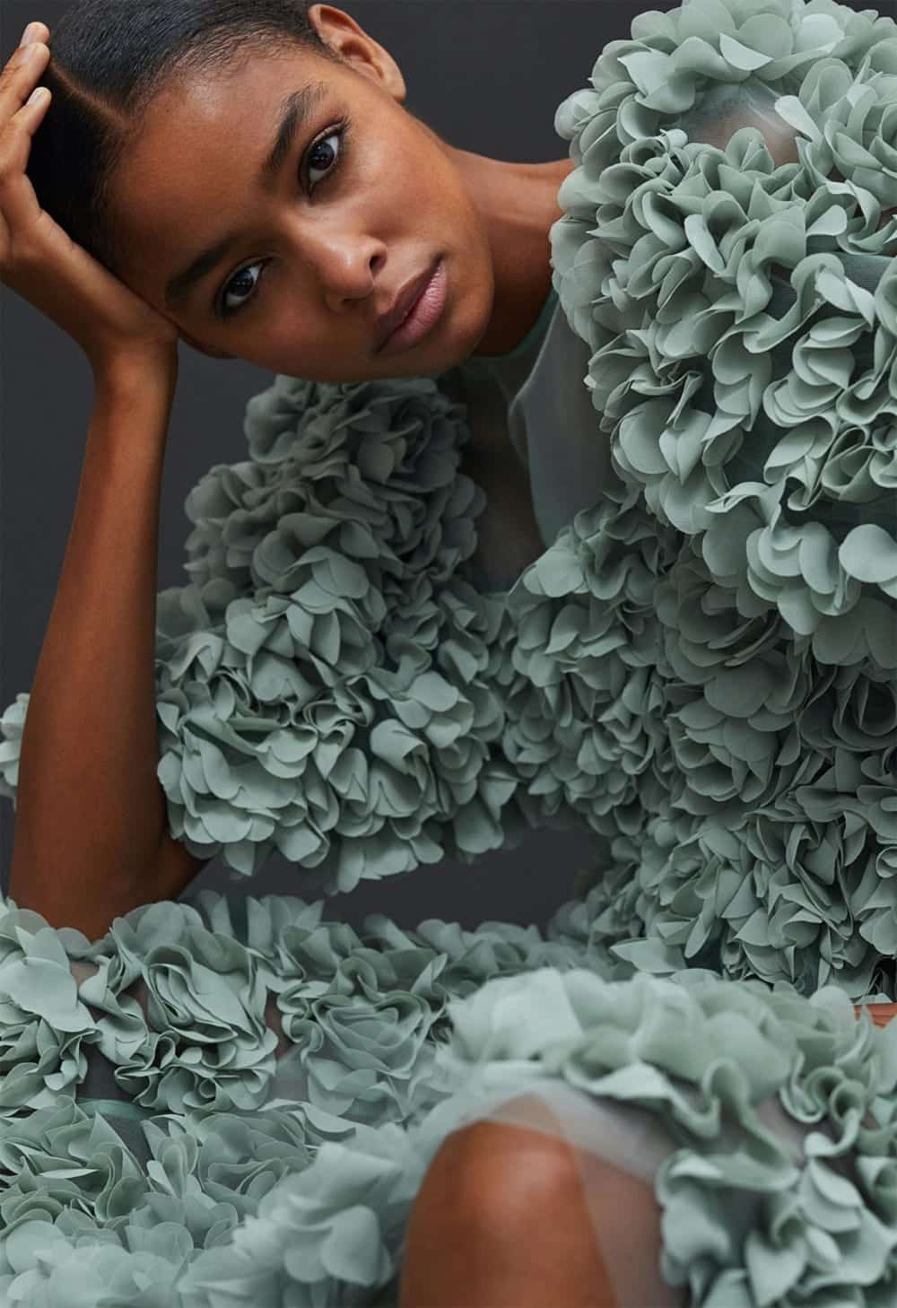 Kleid mit Textilblüten, Foto: hm.com