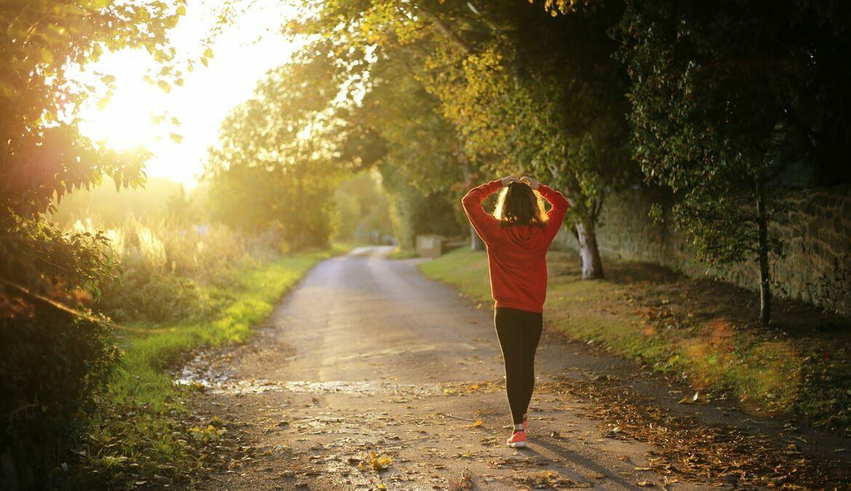 Draußen Sport machen ist auch im Herbst möglich, Foto: Emma Simpson / Unsplash