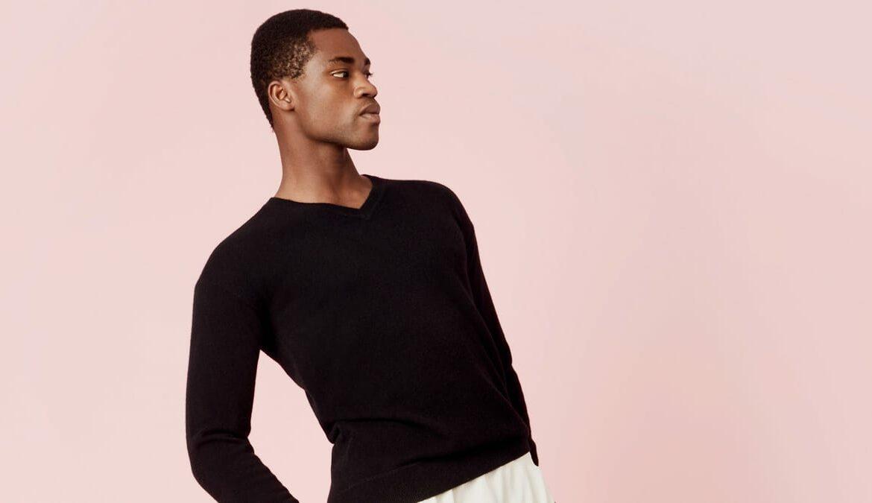 Kaschmir-Pullover sind auch bei Männern beliebt, Foto: Italic / Unsplash