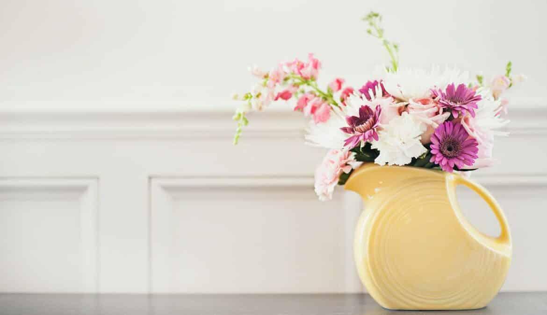 Blumen sind abwechslungsreiche Wohnaccessoires, Foto: Katherine Hanlon / Unsplash