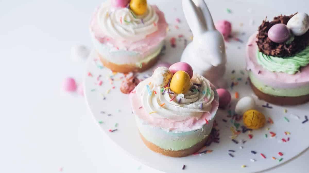 Rainbow Cheesecakes zu Ostern - eine leckere Idee, Foto: Melissa Walker Horn / Unsplash