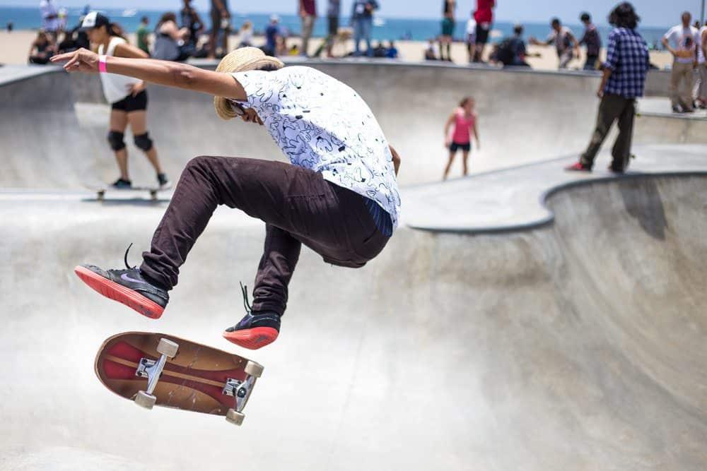 Skatewear muss auch mal was aushalten. Foto: Kirk Morales / Unsplash