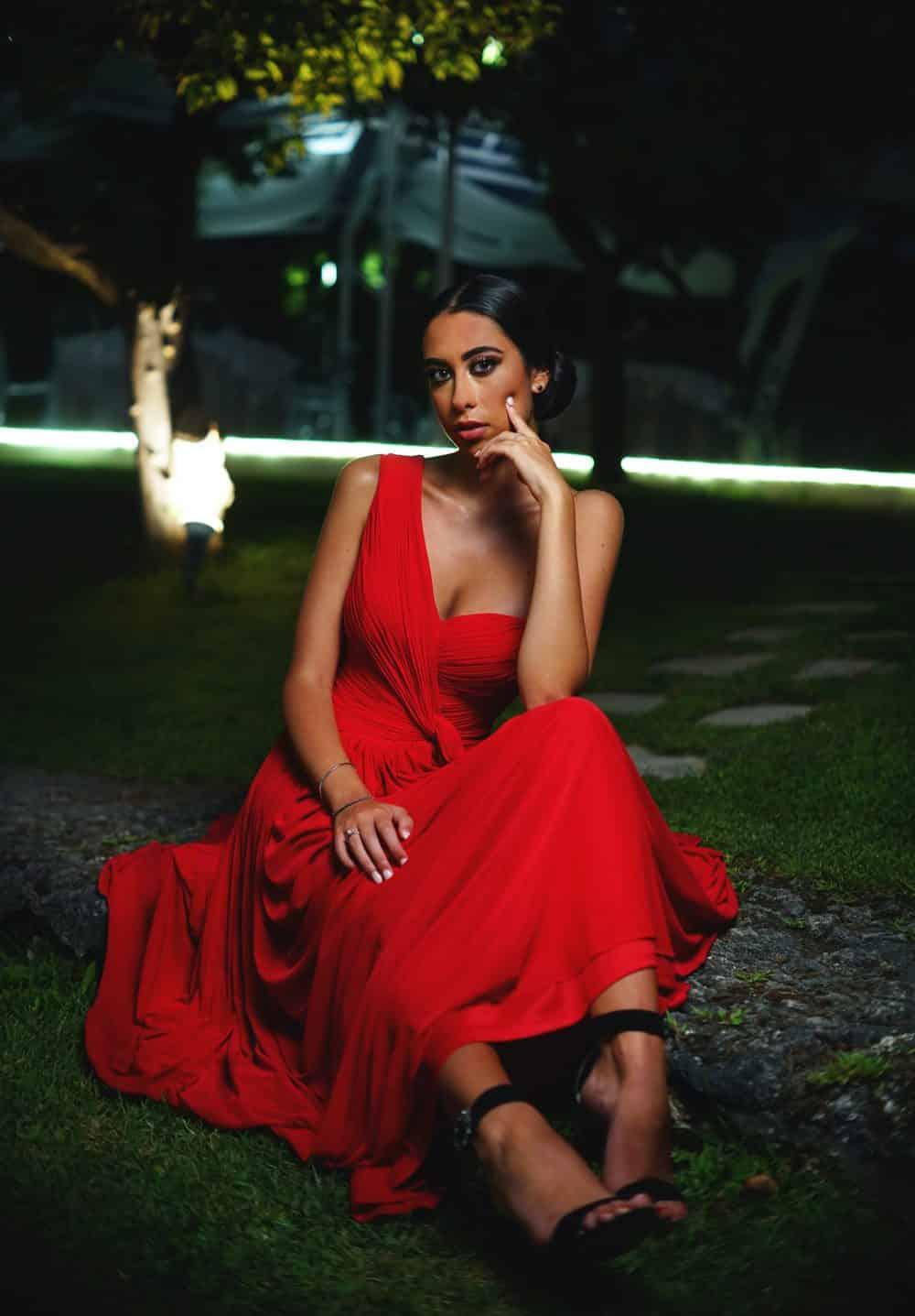 Das Kleid darf auch in einer knalligen Farbe sein, Foto: Alfonso Scarpa / Unsplash
