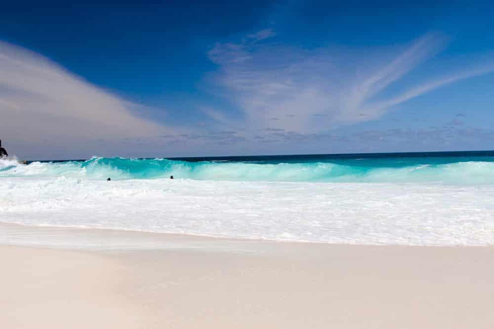 Traumhafter weißer Strand auf den Seychellen, Foto: Yannick Bakker / Unsplash