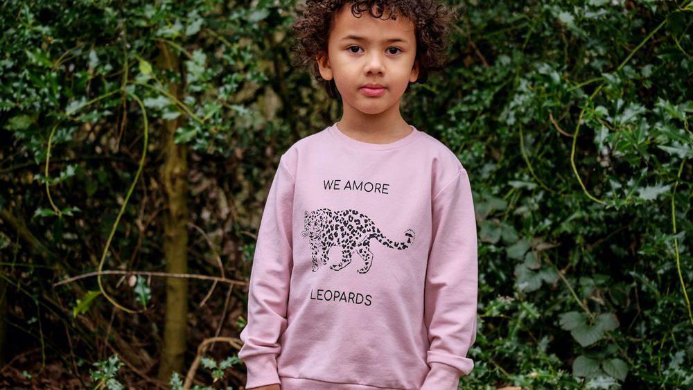 Dieses altrosa Unisex-Sweatshirt ist aus kuscheliger, superweicher Bio-Baumwolle gefertigt. Foto: MAI (Making Animals Important)