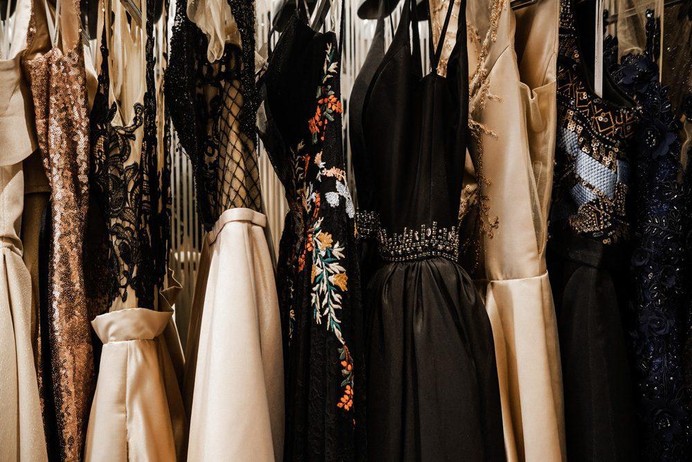 """Haute Couture hat nichts mit """"Kleider von der Stange"""" zu tun - im Gegenteil. Foto: Iuliia / Adobe Stock"""