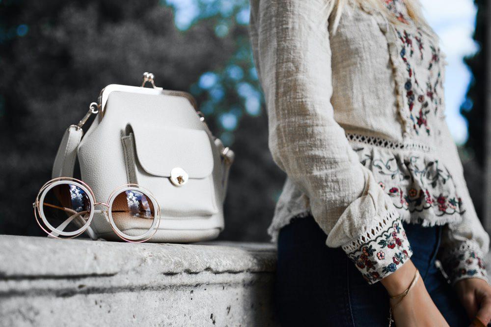 Beliebtes Accessoire: die Sonnenbrille, Foto: Tamara Bellis / Unsplash