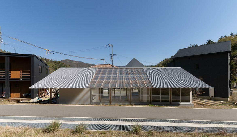 Nordfassade mit Holzrahmen und Dachfenstern, Foto: Masashige Akeda