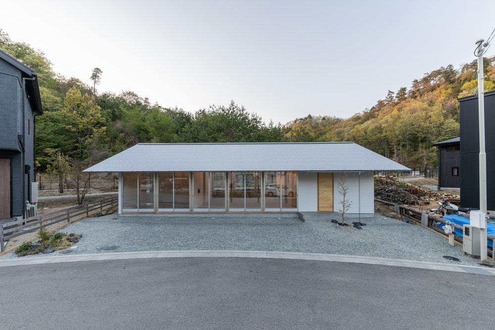 Südfassade mit Außenvorhängen zur Regulierung des natürlichen Lichts, Foto: Masashige Akeda