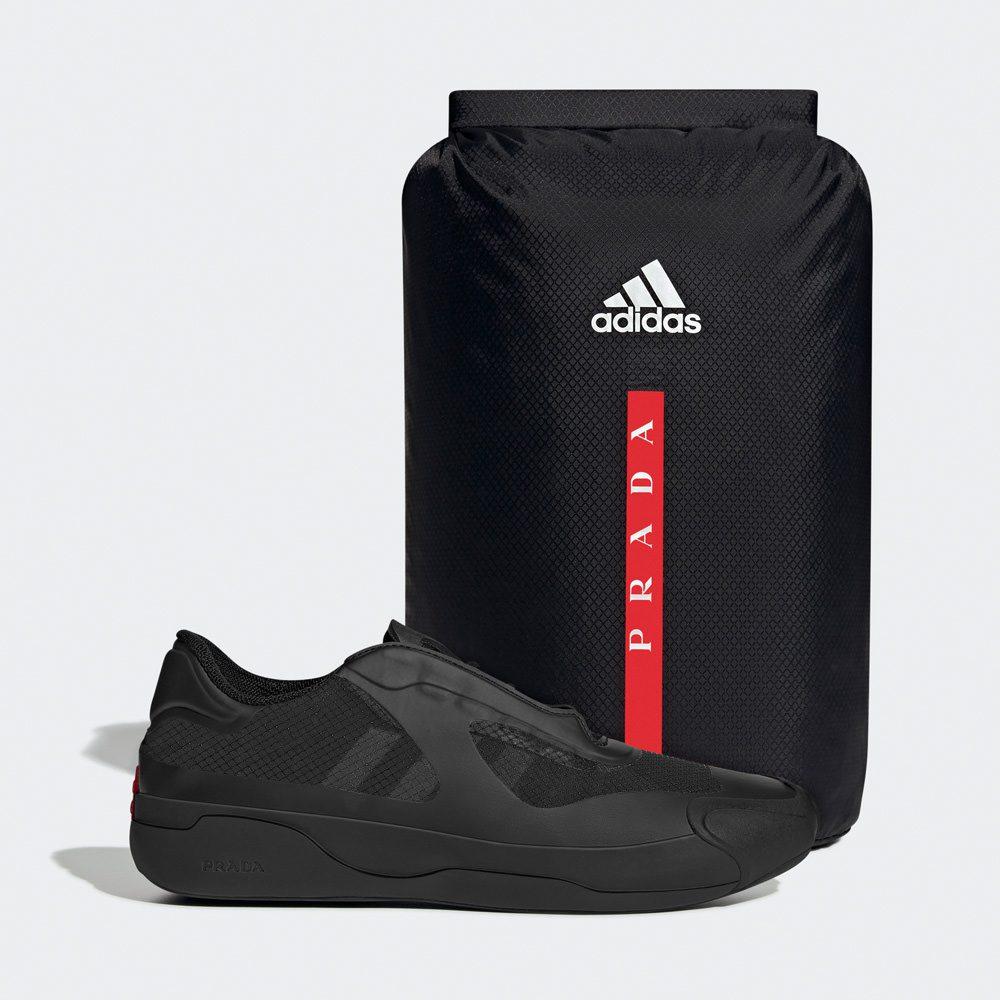 Ein wasserfester Beutel gehört mit zum Lieferumfang des A+P Luna Rossa 21 Sneakers. Foto: adidas / Prada